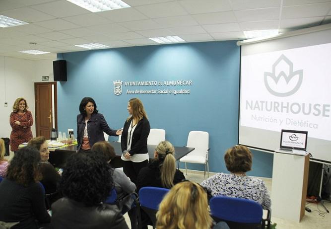 """La nutricionista Lorena Fajardo impartió una  interesante la charla sobre Mitos en la nutrición"""""""