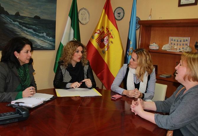 La coordinadora del Instituto Andaluz de la Mujer visita las nuevas dependencias del Centro de la Mujer  de Almuñécar