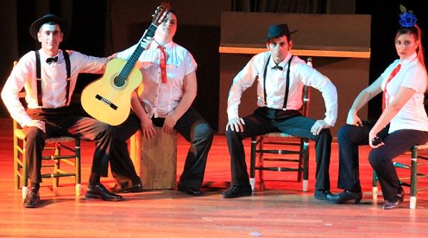 El grupo teatral malagueño  El Lugá  lleno de risas  la Casa de la Cultura de Almuñécar