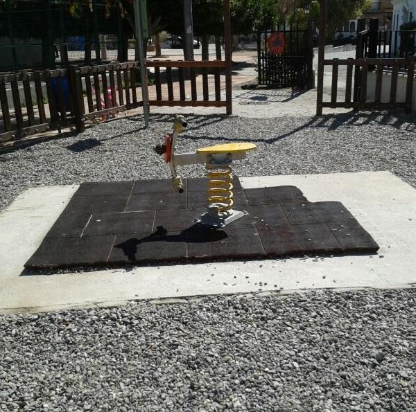 El PP de Salobreña denuncia el estado de abandono del parque infantil de Lobres