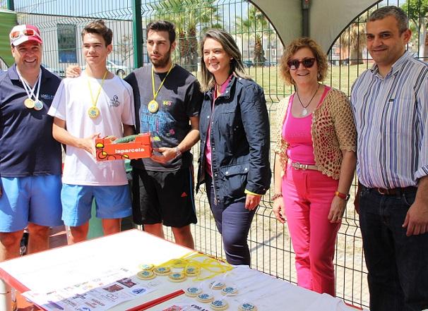 Casi un centenar de motrileños participa en el torneo de pádel solidario en favor de Cáritas