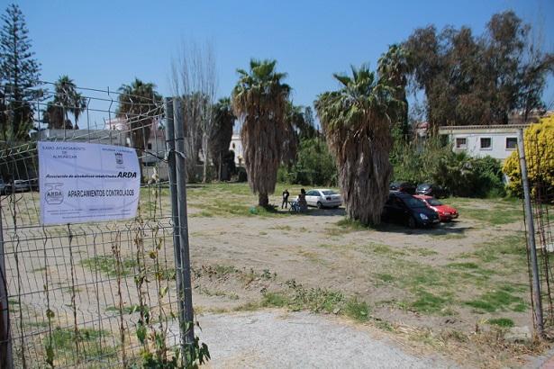 El Ayuntamiento de Almuñécar habilita aparcamientos en la zona del P 4 y Puerta de Vélez que son atendidos por colectivos sociales