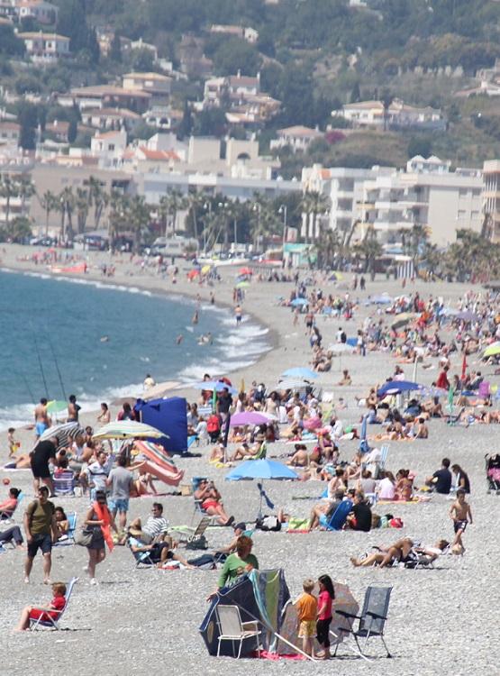Un total de 3500 turistas atendió la  oficina  de turismo de Almuñécar esta Semana Santa
