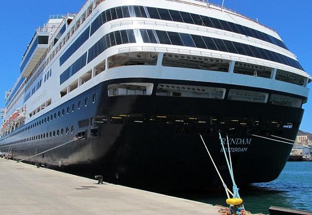 Ya se encuentra atracado en el puerto de Motril el crucero NsRyndam