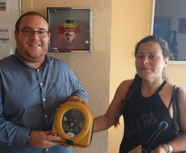 Nuevo desfibrilador en el deportivo municipal de Salobreña
