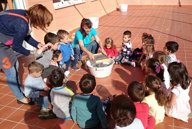 Los pequeños sexitanos del CEIP Arcos de Torrecuevas se implican en el reciclaje