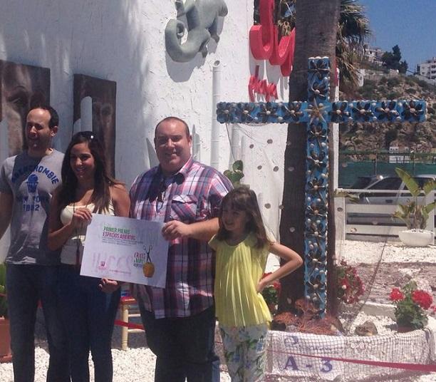 """""""La Esquina del Veneno"""" y """"Sunem Playa"""", ganadoras del Concurso de Cruces de Salobreña"""