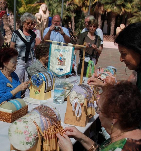 El XI Encuentro de Bolillos de Almuñécar reunió a participantes de Almería, Jaén, Málaga y Granada