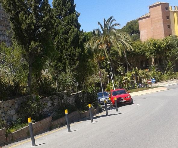 IU valora positivamente la instalación de pivotes junto al Hotel Best Alcázar