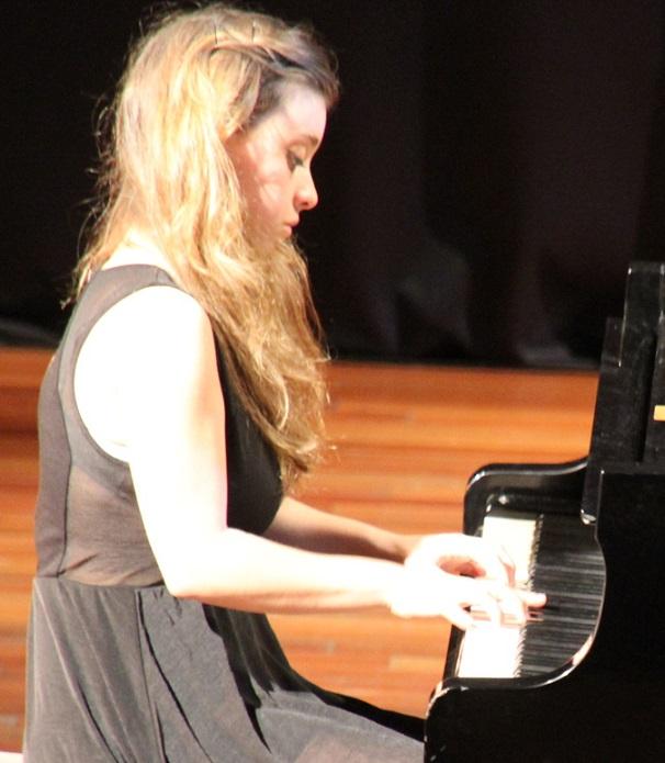 Bello concierto de piano de Milena Martínez en Almuñécar