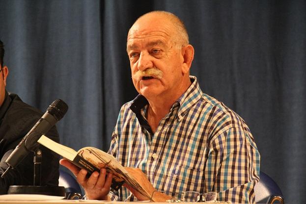 El escritor y profesor Tomás Hernández presenta en Almuñécar su antología de poemas
