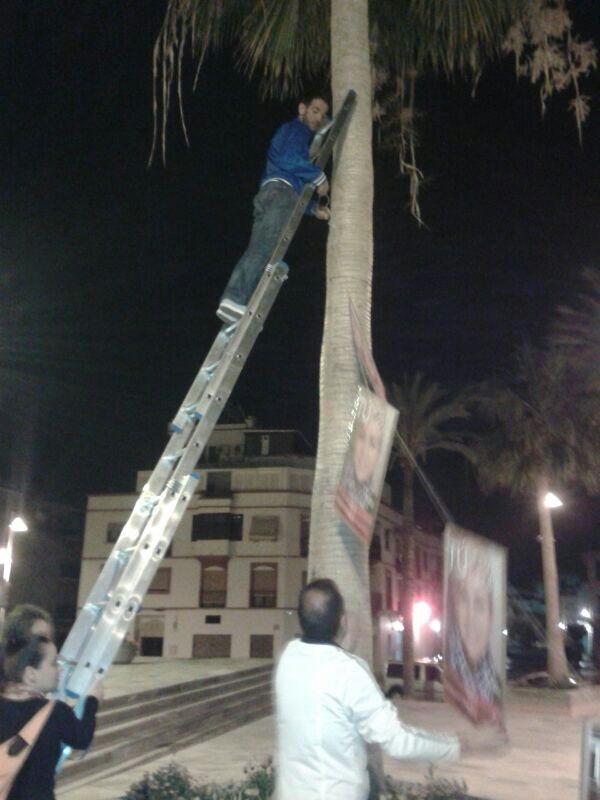 El PSOE de Salobreña pone rumbo a Europa con la tradicional pegada de carteles