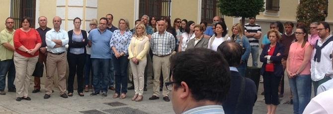 Almuñécar guarda un minuto de silencio por la muerte de Isabel Carrasco