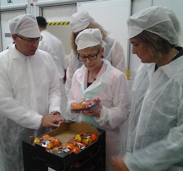 La consejera de Agricultura visita las instalaciones de la cooperativa hortofrutícola 'Granada La Palma' en Carchuna