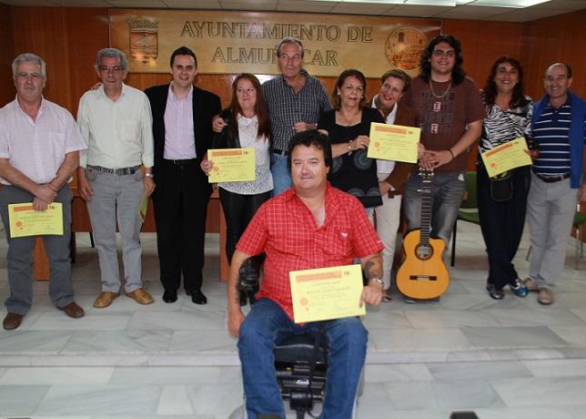 La Concejal de Cultura y el cantaor  Juan Pinilla clausuran el segundo curso municipal de cante flamenco de Almuñécar