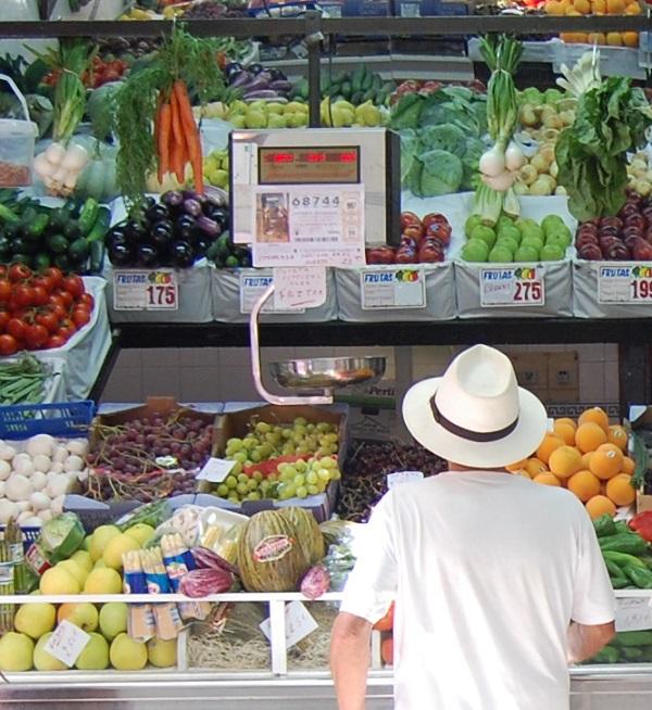 Las frutas y verduras del Mercado Municipal de Almuñécar se pudren por falta de cámara frigorífica