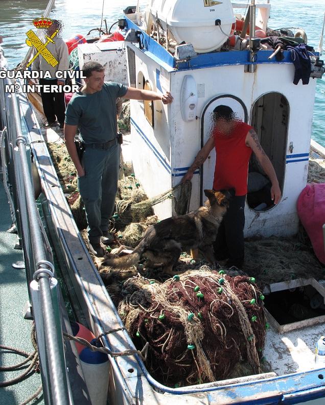 La Guardia Civil descubre hachís en una embarcación pesquera