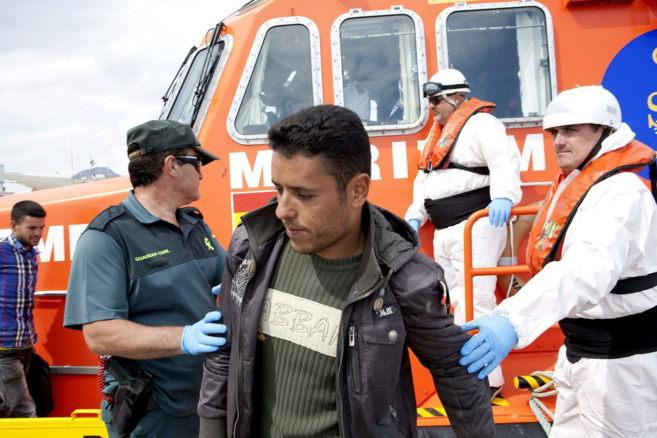 Rescatan una patera con doce inmigrantes al sur de Motril