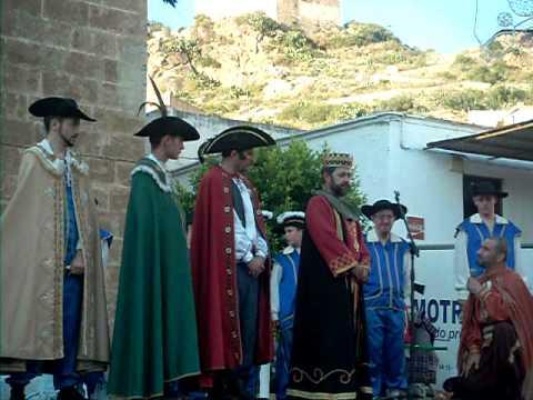 Vélez de Benaudalla a punto de entrar en su batalla de Moros y Cristianos