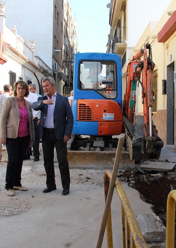 La calle Hernán Cortés renueva sus redes hidráulicas con una inversión de 70.000 € de la Mancomunidad