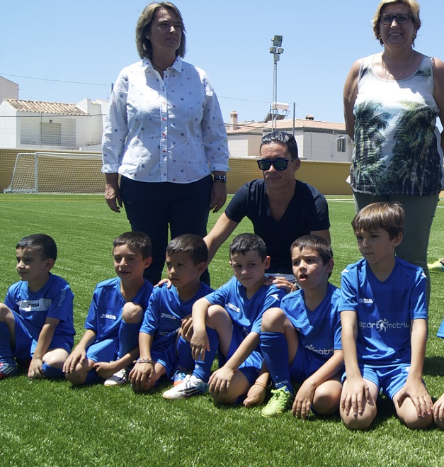 José Callejón en la inauguración del campo de fútbol de cesped artificial de Calahonda
