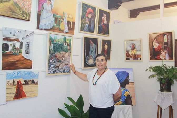 Inaugurada una exposición colectiva de pinturas en el parque El Majuelo de Almuñécar