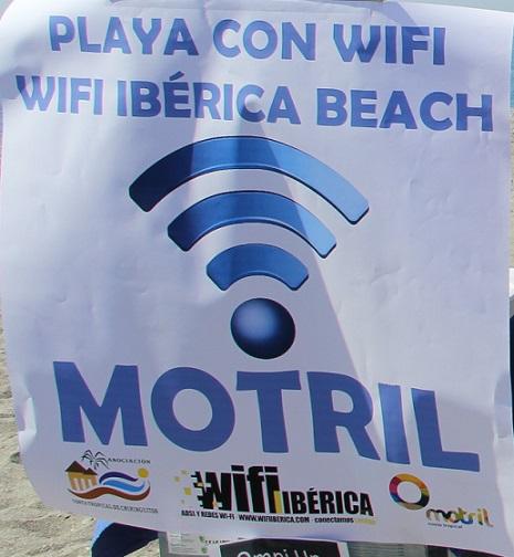 Motril incorpora en sus playas un sistema pionero de wifi en abierto que permite conexión hasta la orilla