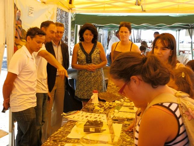 El Laboratorio Marino tuvo una buena acogida en la playa Puerta del Mar de Almuñécar