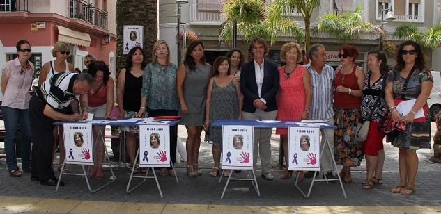 El Ayuntamiento apoya la campaña de recogida firmas emprendida por la familia de Araceli Morales para el cumplimiento íntegro de las penas