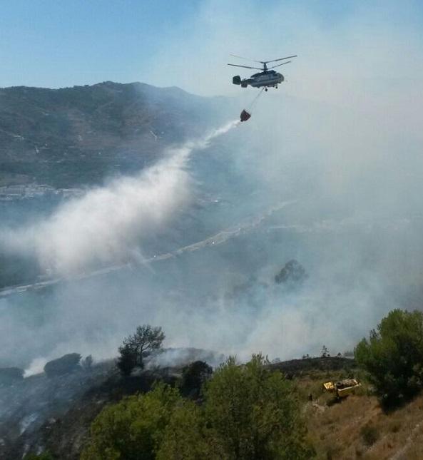 Un incendio cerca del polígono sexitano de Taramay quema monte bajo y finca  de subtropicales abandonada