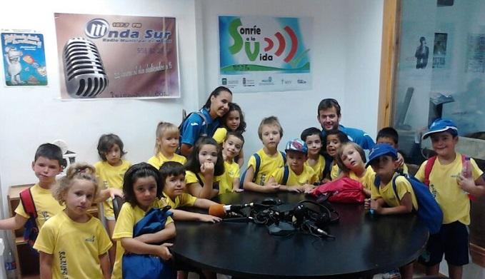 La escuela municipal de verano en los estudios de Onda Sur Motril