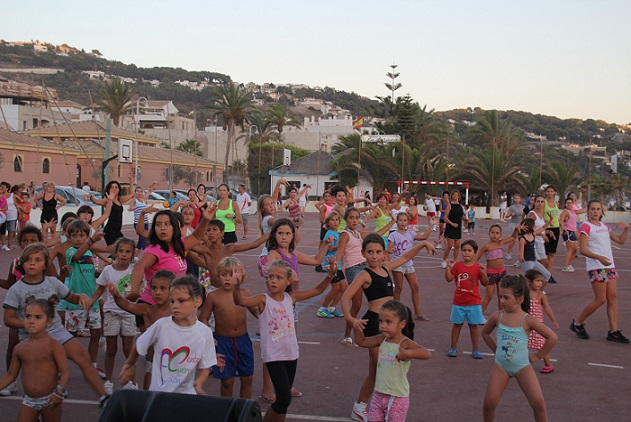 Hoy arranca en La Herradura  la V Campaña de Aerobic Playa