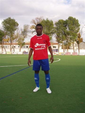 El delantero nigeriano internacional Obi ficha por el CF Motril