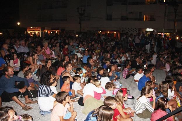 Un pasacalles y una muestra espectáculo ponen este domingo el broche de cierre al  XVI Festival de Títeres de La Herradura