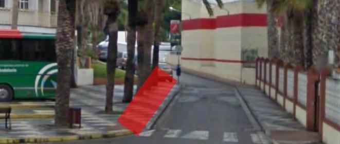 IU pide un espacio para breves paradas de vehículos en la estación de autobús