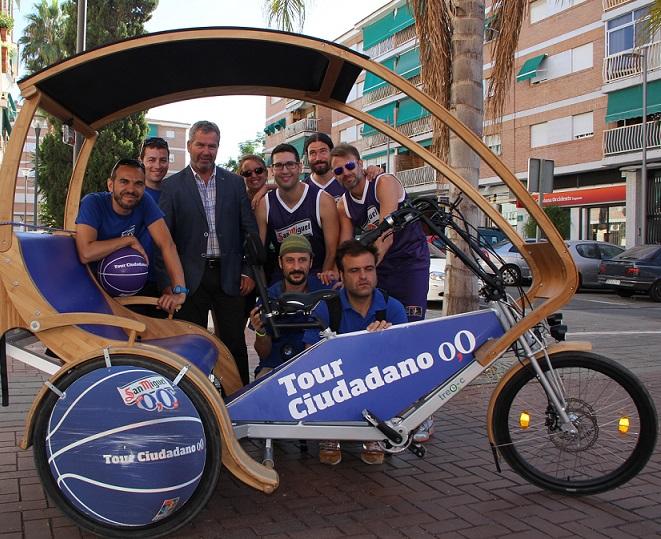 El balón de la copa del mundo de baloncesto llega a Motril con el proyecto Tour Ciudadano 0'0