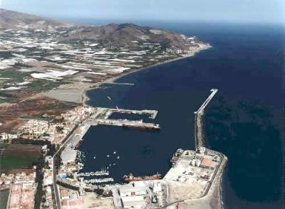 Muere un buzo cuando trabajaba en el dique del puerto de Motril