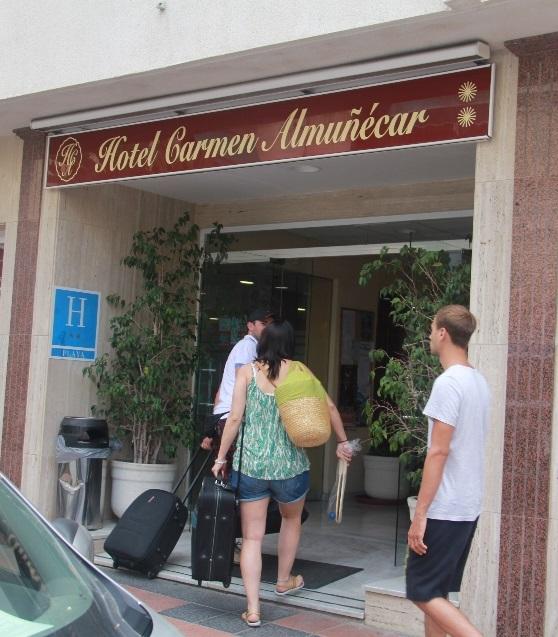 La Guardia Civil inicia la investigación del incendio en el hotel Carmen de Almuñécar