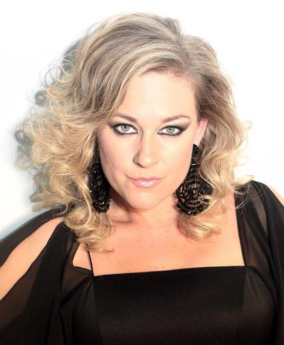 La cantante de copla María Lozano actúa este lunes en Almuñécar