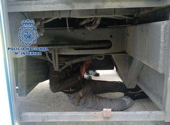 En el control Fronterizo del Puesto de Motril pretendía entrar ilegalmente en los bajos camión