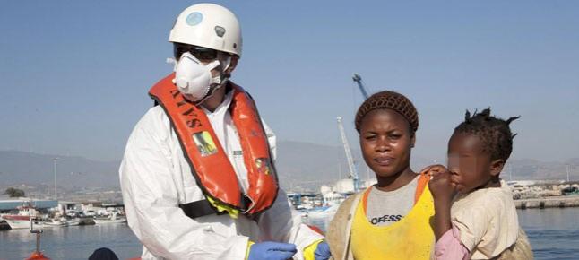 Rescatan 50 subsaharianos al sur de Motril entre ellos mujeres y niños