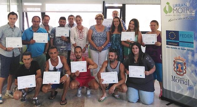 Una quincena de motrileños reciben sus diplomas de operadores de carretilla elevadora