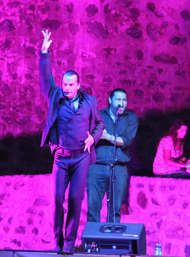 El bailaor Pepe Flores  lleno la Explanada del Castillo  de San Miguel de público y arte