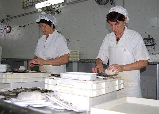 La facturación de la industria transformadora de productos pesqueros aumenta un 29,8% en los tres últimos años