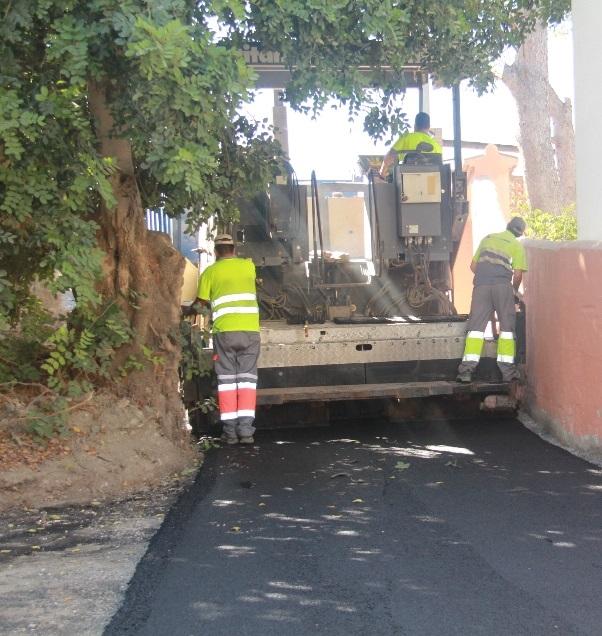 El Ayuntamiento sexitano asfalta la Cuesta de la Negrita  de  La Herradura con una inversión de casi 15.000 euros