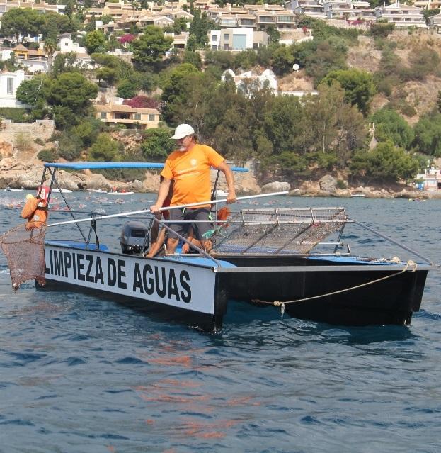 Más de una tonelada de residuos retiraron los barcos de limpieza del agua del mar en el municipio sexitano