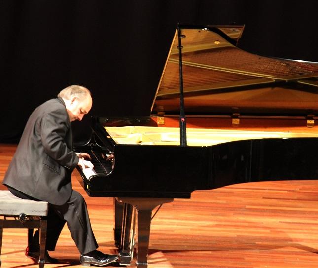 El  pianista Juan José Cañivano ofrecerá un concierto bajo las estrellas en Almuñécar