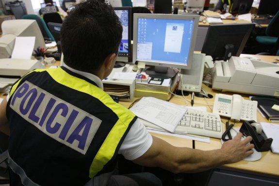 Consejos de los especialistas de la Policía Nacional para evitar ciberacoso y riesgos de seguridad con el móvil en la vuelta a las aulas