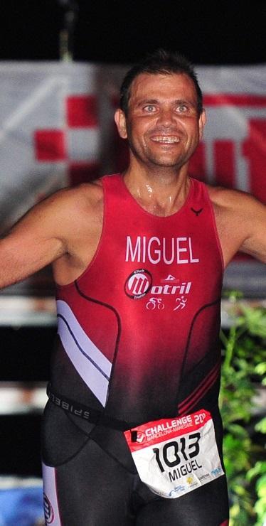 El triatleta motrileño Miguel González Pascual completa el Ultraman de Gales