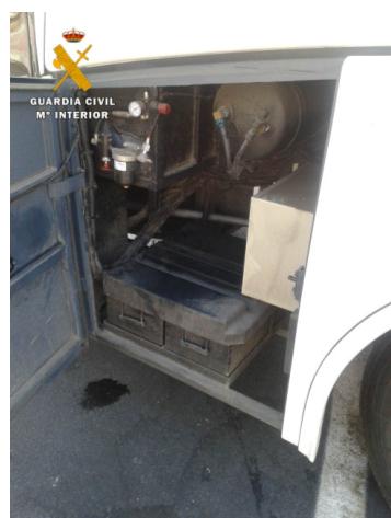 La Guardia Civil localiza a un joven oculto en los bajos de un autobús en el ferry de Motril